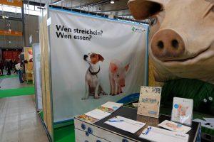 Veggie & Frei Von 2017 in Stuttgart war die pure Lust am Leben VeganFood - FitnessCoach Karlo Grados cleanfood PETA