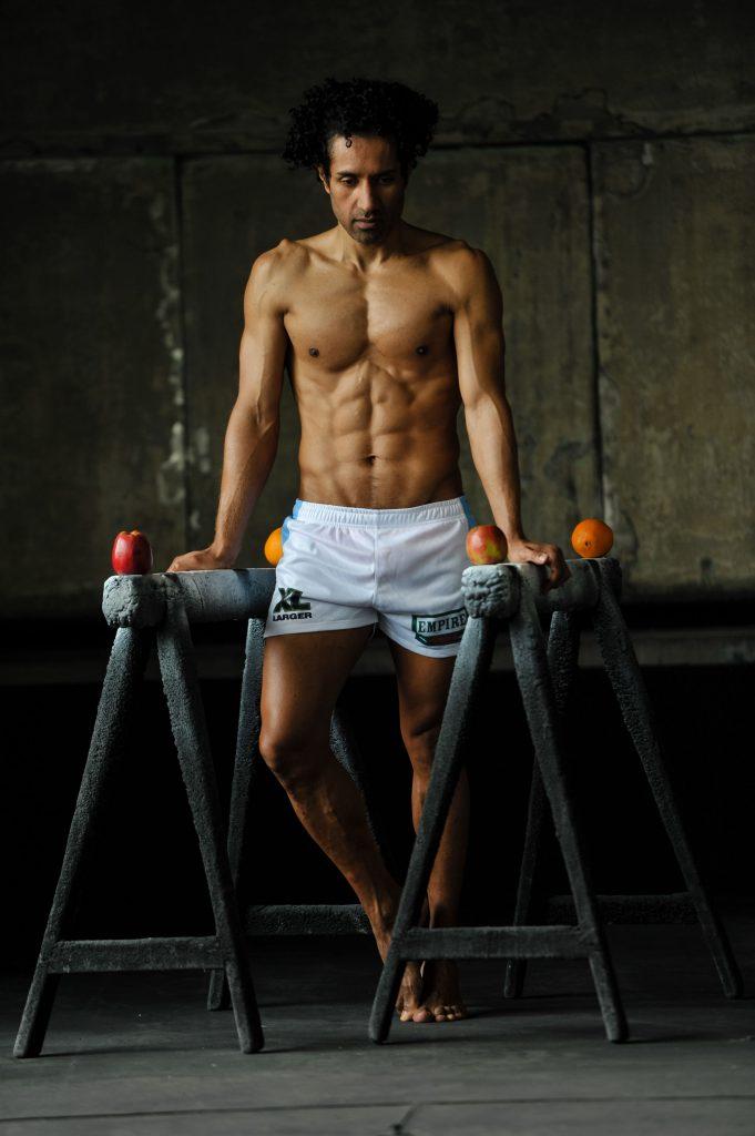 Veganes oder tierisches Protein für den Muskelaufbau Karlo Grados VeganFood Fitness Coach _bear